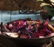 מתכון שפונדרה ביין אדום עם ירקות אדומים שף ישראל, צילום: אסף אמברם, סטיילינג: נועה קנריק, פורסם במגזין חורף של 'טעימות'- מגזין המזון מבית 'משפחה'.