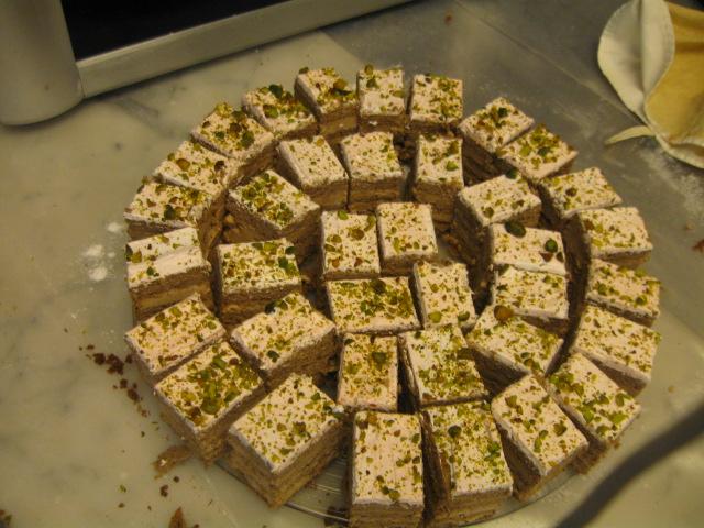 עוגת דבש בשכבות קצפת