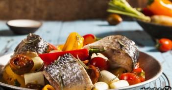 תבשיל בורי בירקות חרוכים. שף ישראל דודק, צילום: אסף אמברם, סטיילינג: נועה קנריק. פורסם במגזין טעימות