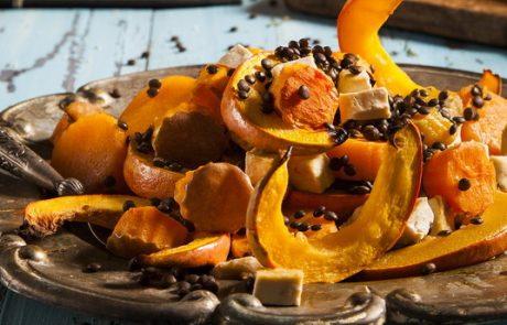 מתכון קדרת ירקות כתומים, עדשים שחורות וטופו בתנור